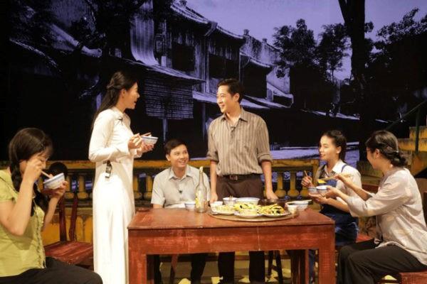 'Ngôi nhà trong thành phố' của Kịch Hà Nội biểu diễn khai màn Liên hoan sân khấu Thủ đô lần thứ VIII – 2018