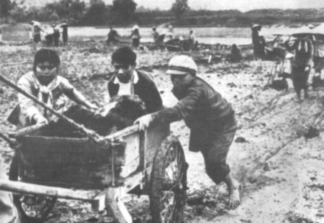 Những người nông dân trong kịch của Xuân Trình – Giang Phong